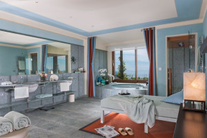 royal_pool_spa_suite3
